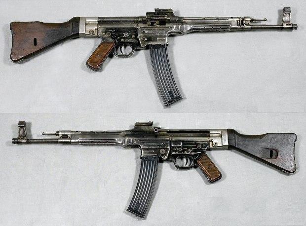 1200px-MP44_-_Tyskland_-_8x33mm_Kurz_-_Armémuseum