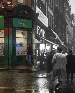 An evening street scene outside Foyles book shop on Charing Cross Road in c.1935 and 2014. (Photo by Museum of London/Streetmuseum app)